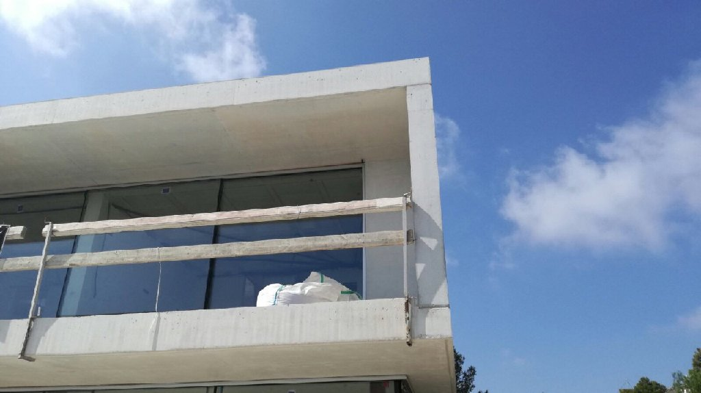 Beach front Villa El Portet – Now all panoramic glass panels fitted
