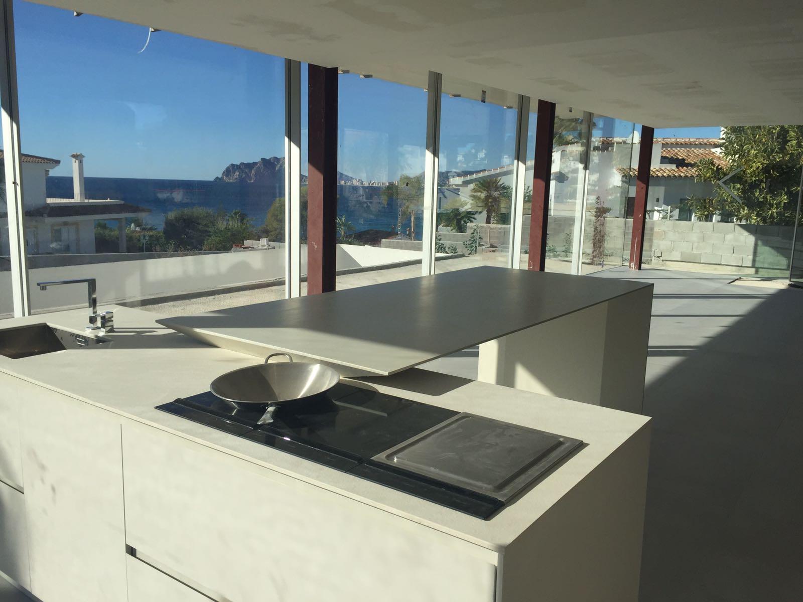 Update project el Portet | Moraira | Luxe zeezicht villa | keuken geplaatst |