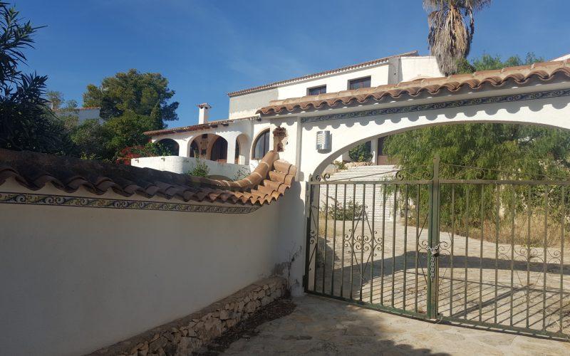 VERKOCHT | Buitenkans te koop in Moraira | Grote villa met allure en zeezicht | Renovatie