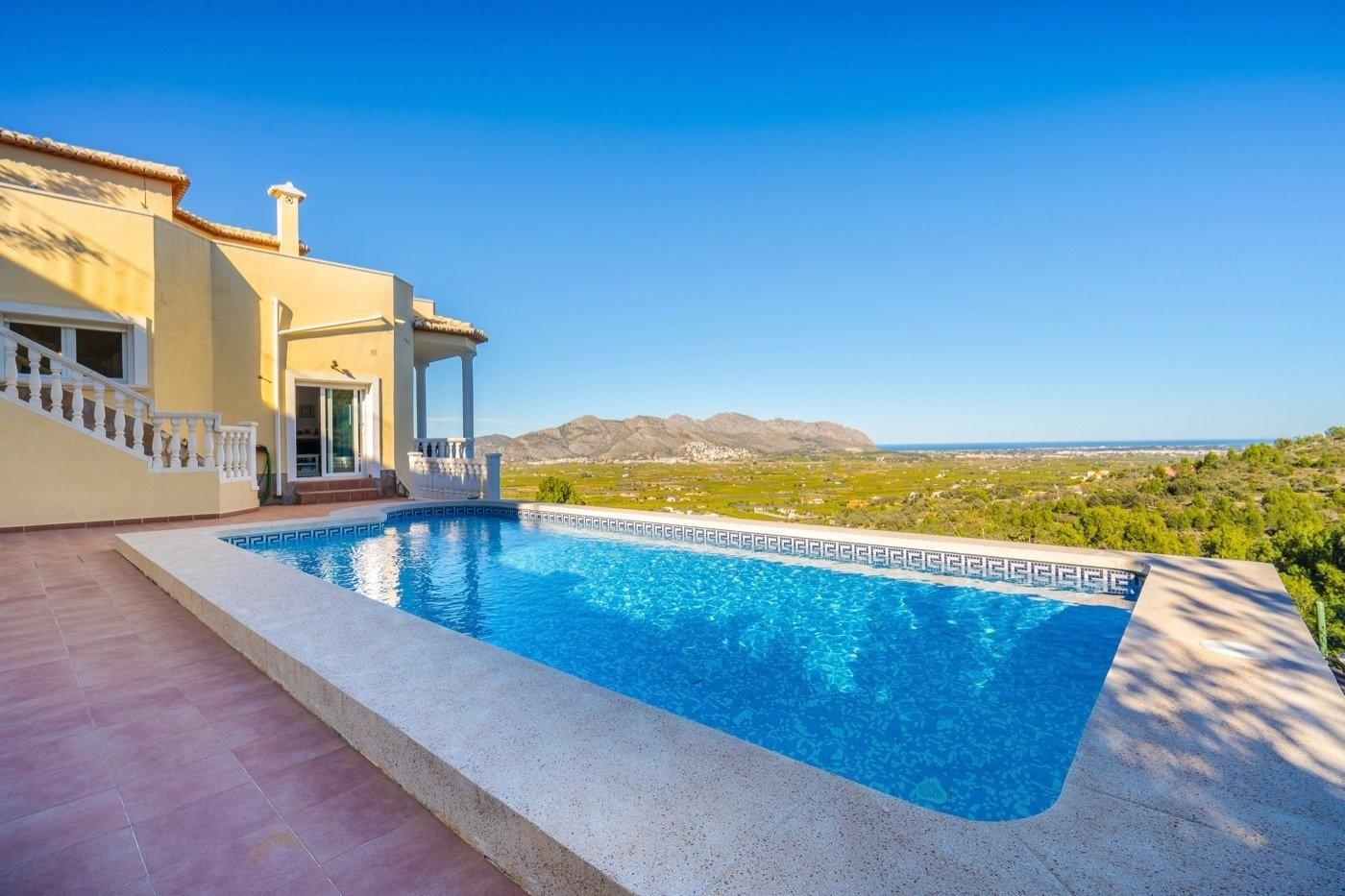 Villa tegen verlaagde prijs te koop in de Orba vallei