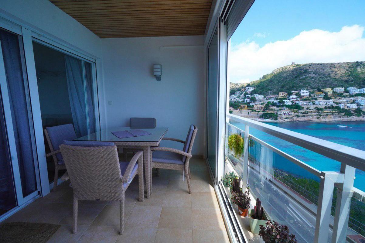 Appartement met pracht zeezicht in el Portet Moraira te koop